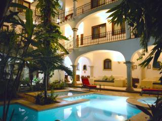 2 BEDROOMS APARTMENT - Downtown Playa del Carmen