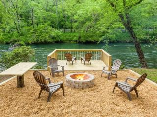 Toccoa River Getaway-15 Minutes from Downtown Blue Ridge, Ellijay