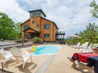 Poolside Mountain Retreat-Incredible Home, Ellijay