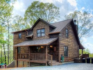 Sarah`s Mountain Hideaway-Beautiful Cabin with Views, Ellijay