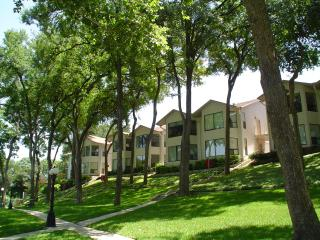 Luxury 2Bd/2Bath Condo, New Braunfels