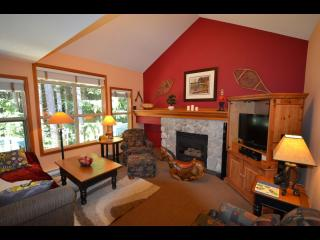 Renovated Townhouse; Ski In/Out, Private Hot Tub!, Whistler