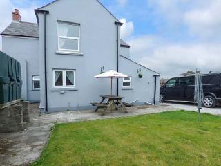 STATION VIEW, detached, zip/link beds, WiFi, enclosed garden, secure bike and surfboard storage, near Bugle, Ref 925918, Rescorla