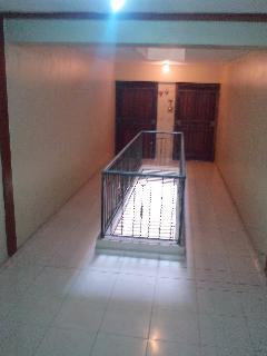 área interna del residencial con mucha luz
