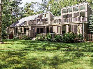 FRIEJ - Mink Meadows House, Private Association Beach 10 Minute Walk or 3, Vineyard Haven