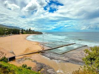 Austinmer mountains and seascape, Thirroul
