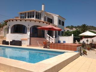LUXURY DETACHED VILLA  POOL WIFI SEA VIEW, Calpe