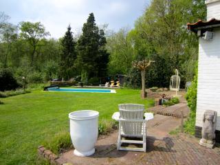 Landhuis het woud with gardenhouse and orangery, Alkmaar