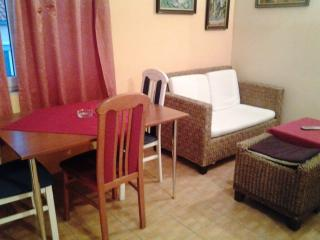 Apartment Tadi 1 to 4 with WiFi, Kastel Kambelovac