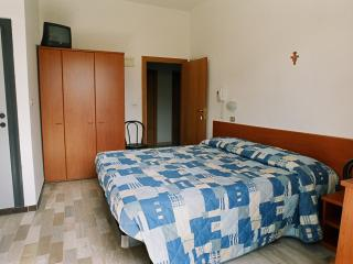 Room in Hotel with Air Conditioning and Bathroom, Marebello
