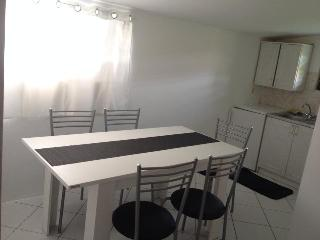 Apartment DaLi for 5 with terrace and Wi-Fi, Vodice