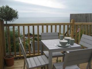 Titha's Cottage - Fully refurbished with lovely sea views