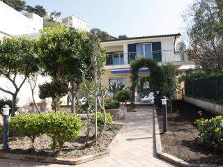 villa a 50 metri dal mare,ampio giardino,wifi free, Alcamo