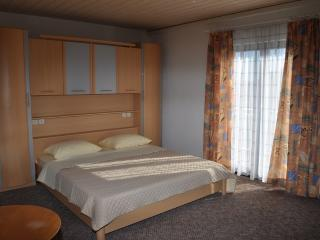 Ying Yang 3 double room with air conditioning, Duran