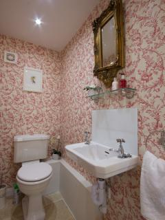Curlew Cottage Downstairs WC