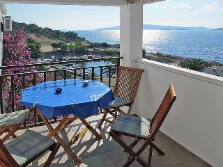Apartment Mareas 5 for 4 with terrace and sea view, Okrug Donji