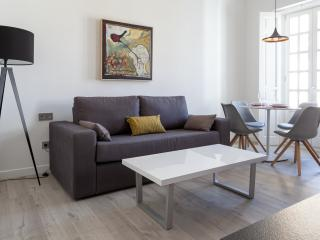 2-2 BRAND NEW APARTMENT IN THE CENTER FOR 4 PEOPLE, Sevilla