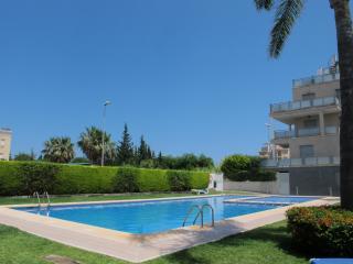 Bonito apartamento con terraza y piscina