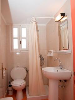 1st bedroom shower-wc