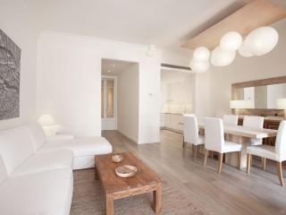 Homearound Casanova Luxury Apartment with Terrace (4BR), Barcelona