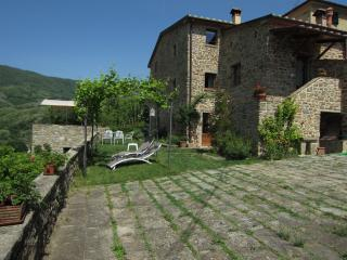 ULIVETO on Hills: the old stones house, Pistoia