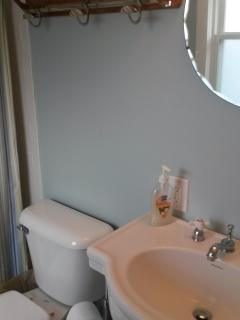 Upstairs Bathroom (Full Bath)