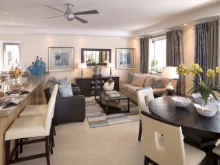 Palm Beach 405 - Elegant Beachfront Condo