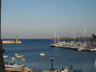 Single / double / triple private bedrooms in Bari