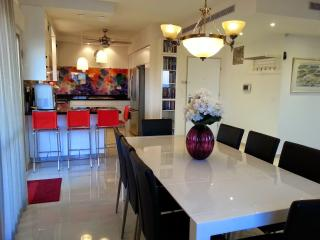 Penthouse: New in North Central: 2 BR and terrace, Netanya