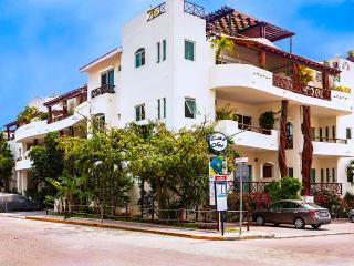 #207 Las Olas Condo Buena Vida - Just Steps from Mamitas Beach and 5th Avenue, Playa del Carmen
