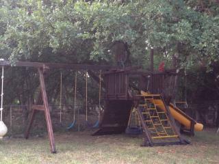 Parklike Backyard, Deer on 1 Acre!