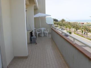 Appartamento CAPRIOTTI  fronte mare vista mare