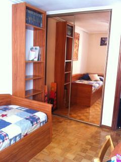 Habitación cama nido y armario empotrado