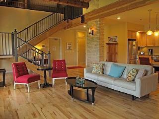 Kirkbride Suite - Historic Grand Traverse Commons, Traverse City