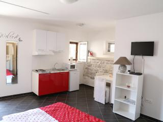A Nu! - 4* Studio apt. in Trogir center