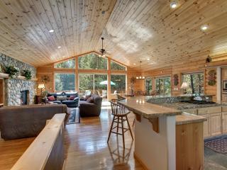 South Lake Tahoe Log Home, Game room, Views & more