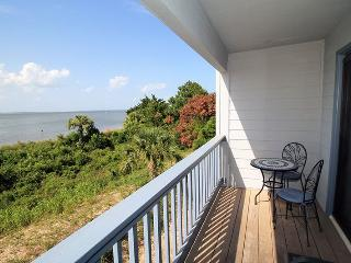 Savannah Beach and Racquet Club Condos - Unit A220 - FREE Wi-Fi - Swimming Pools, Isla de Tybee