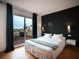 AMAZING TOP FLOOR  GREAT VIEWS !!, Barcelona