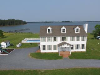 Yr Round Waterfront Home w/ Dock & Pool - Slps 18, Cambridge