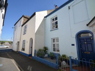 QSIDE Cottage situated in Appledore