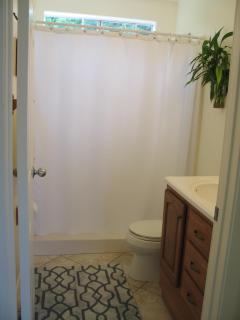 Short lipped shower with double benches