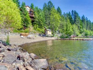 Dog-friendly, stunning bay front home with a private dock!, Coeur d'Alene