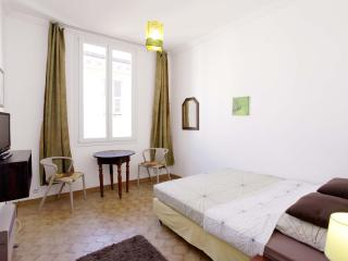 Cozy 1 Bedroom Apartment by the Sea and Old Nice Center