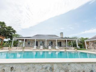 Unique, Serene, Luxury 6 Bedroom Estate on the Water with Pool, Harbour Island