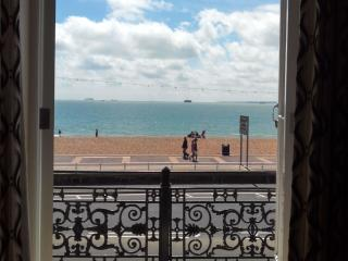 Beachfront Flat with Seaviews and Balcony, Portsmouth