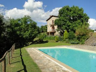 Orbaci: Delightful farmhouse in rural Tuscany with private pool, terrace and garden