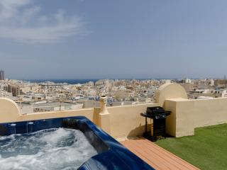 Amazing 2-bedroom Sliema Penthouse with large terrace and jacuzzi