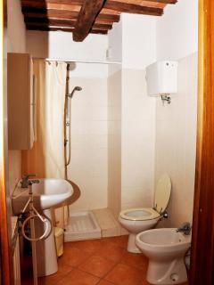 bathroom apt 2