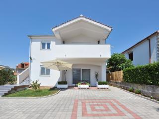 Apartments Ivkovic (A 2+2) Iris, Zadar