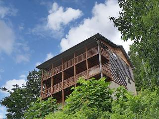 Smoky View with a Twist a five bedroom cabin located minutes from Dollywood., Sevierville